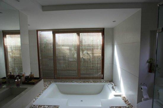 Tango Luxe Beach Villa : Salle de bain