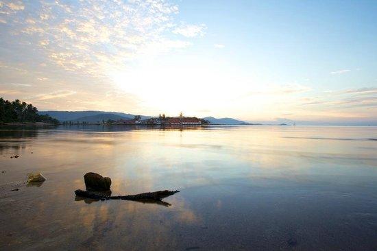 Tango Luxe Beach Villa: Coucher de soleil depuis l'espace Piscine de l'hôtel