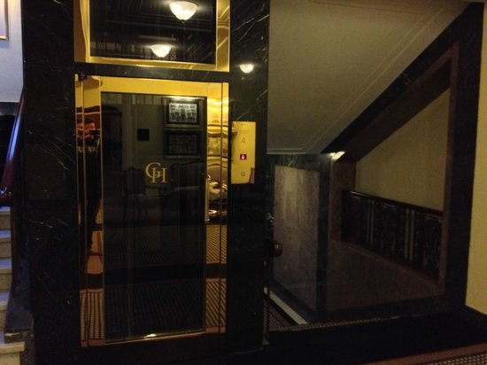 Le Meridien Grand Hotel Nurnberg: Aufzug im Stil des alten Grand Hotels