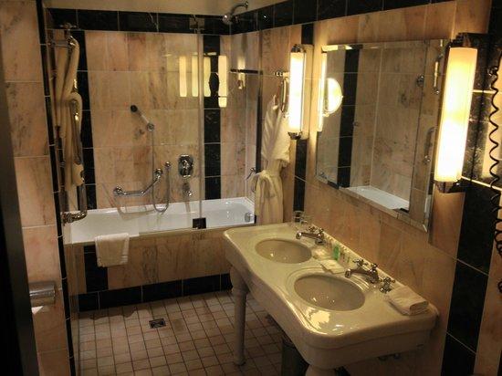 Le Meridien Grand Hotel Nurnberg: Badezimmer Junior Suite