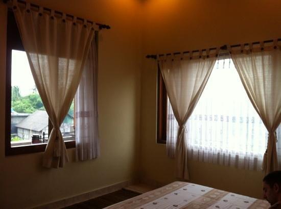 Teba House Ubud Guest House: Bali style curtain