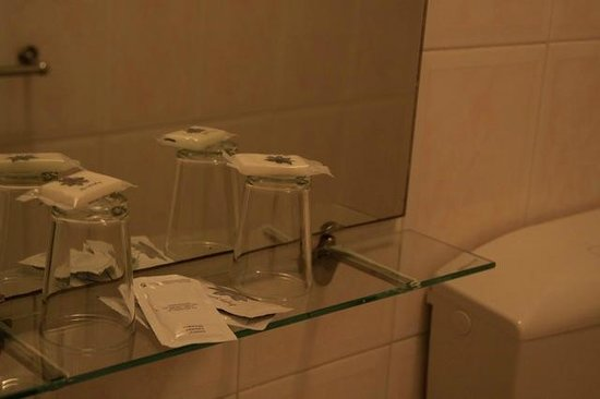 Pensao Londres: Bathroom