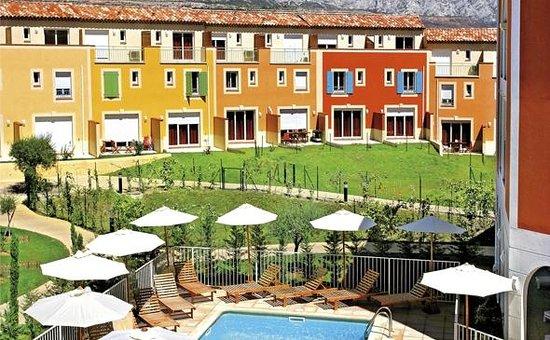 Garden & City Aix En Provence - Rousset : Park&Suites Village Rousset - Exterior view
