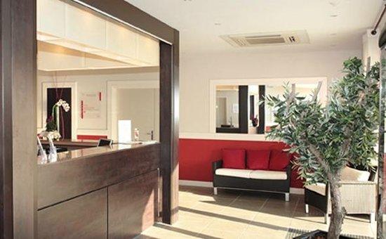 Garden & City Aix En Provence - Rousset : Park&Suites Village Rousset - Reception