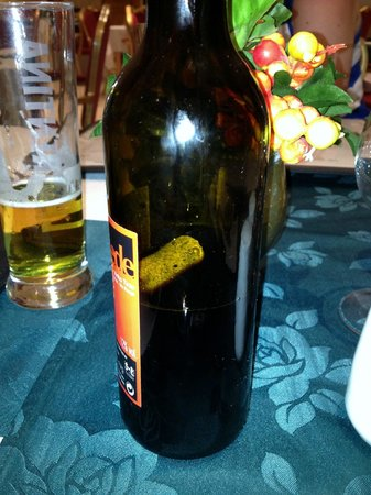 VIP Grand Maputo Hotel: Cork pushed into wine instead of taken out!