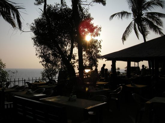 Hill View Beach Resort: Sunset Views of Varkala
