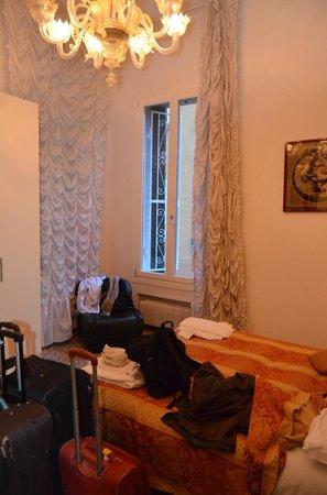 Hotel San Luca: Habitacion