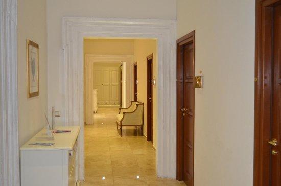 Hotel Le Clarisse al Pantheon: El palier y las puertas de las habitaciones