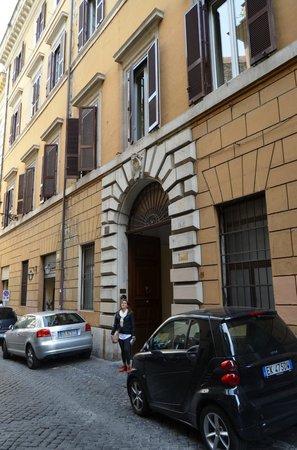 Hotel Le Clarisse al Pantheon: El acceso desde la calle