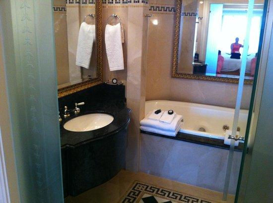 Palazzo Versace: Bathroom