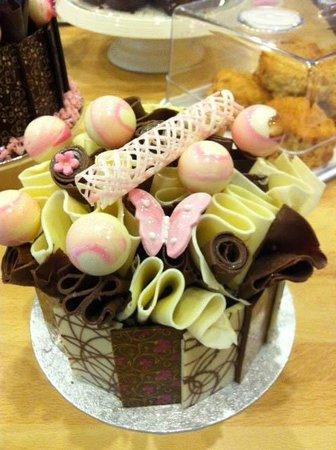 Dolly's: Beautiful cake
