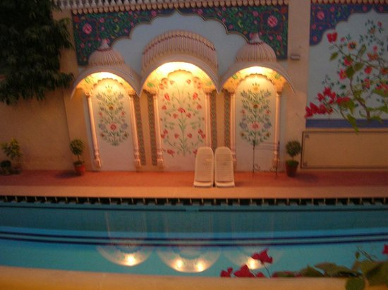 Jas Vilas: View of pool