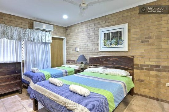 Cairns Bed & Breakfast: Delux Queen Bed Room