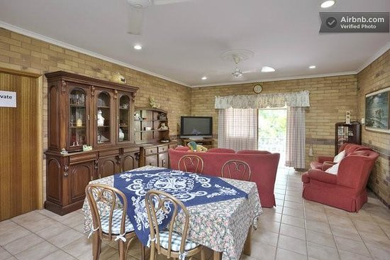 Cairns Bed & Breakfast: Dining Area