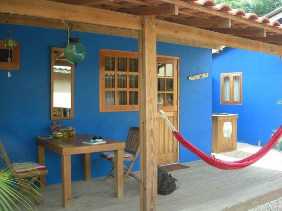 Casa Calexico: fuori dalla stanza .. tavolino e amaca
