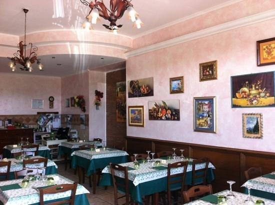 Trattoria Pizzeria Del Buongustaio: Sala principale calda e accogliente!!!