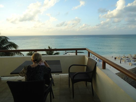 Ixchel Beach Hotel: Morning coffee with a view