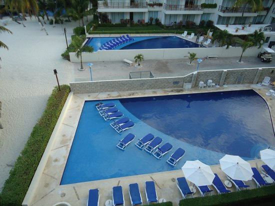 Ixchel Beach Hotel: View of pools from balcony