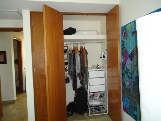 Ixchel Beach Hotel: The closet