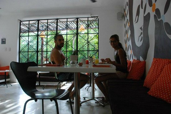 Teetotum Hotel: Breakfast 