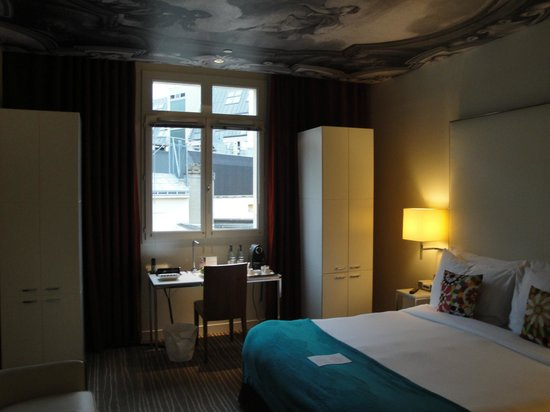 InterContinental Paris-Avenue Marceau: room with view of courtyard