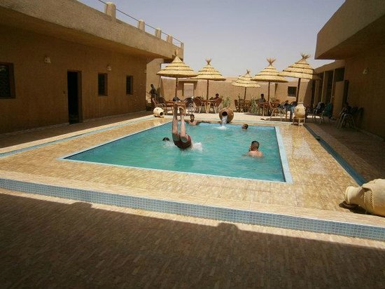 L'Homme Du Desert : Sweeming pool in summer