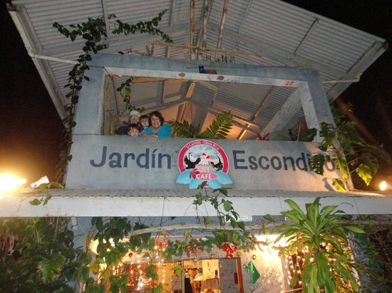 Pizza John's Jardin Escondido: Jardin Escondido in El Castillo