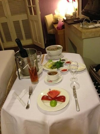 Ngoc Lan Hotel: dinner in room