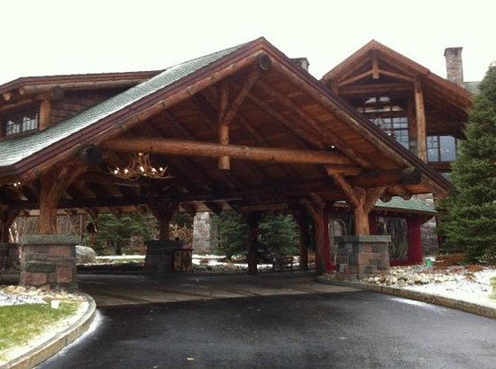 The Whiteface Lodge: entrace to the lodge