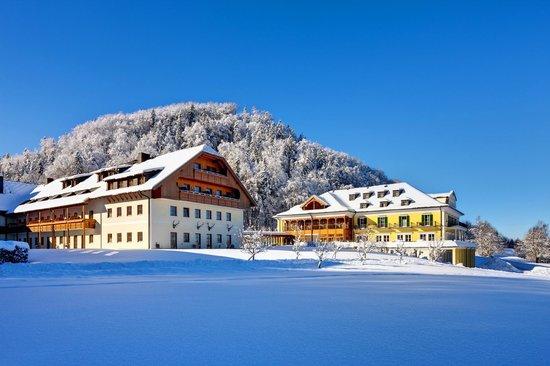 Sheraton Fuschlsee-Salzburg Hotel Jagdhof: Exterior Winter