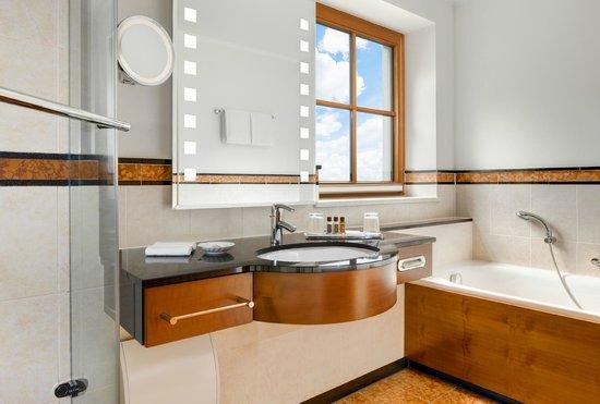 Sheraton Fuschlsee-Salzburg Hotel Jagdhof: Bathroom