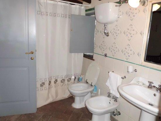 Podernovo: badkamer vanuit de slaapkamer