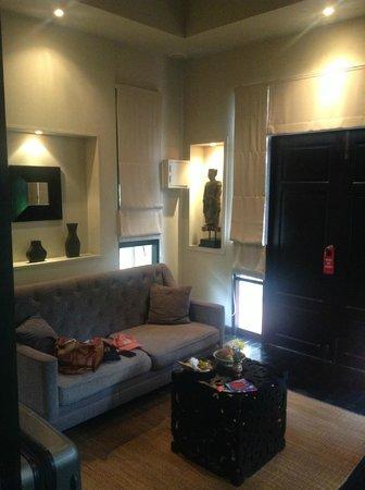 Montra Hotel: Salon