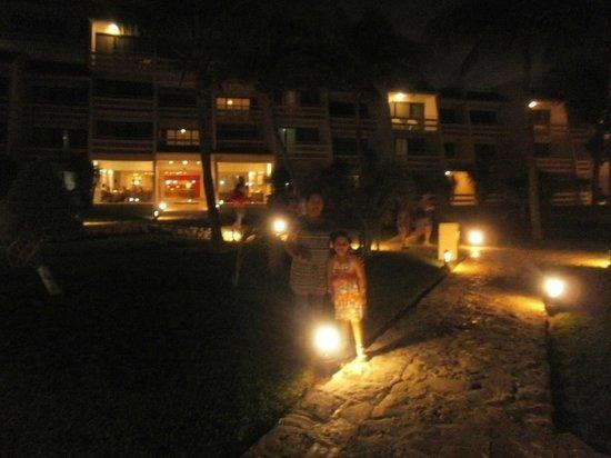 Ocean Spa Hotel: Caminando hacia el Lobby!!