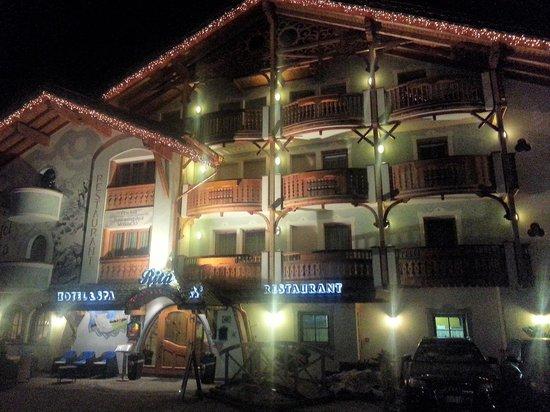 Hotel Rita & Spa: vista notturna