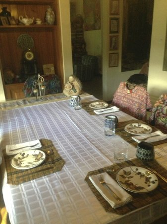 Jenna's River Bed and Breakfast: Nicely set table