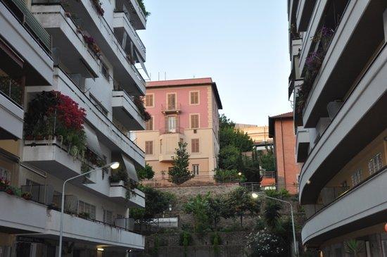 هوتل سان بيترو: Путь в отель! 