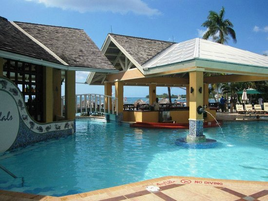 Sandals Negril Beach Resort & Spa: Main pool