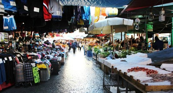 Mercati di Palermo: Capo, Vucciria e Ballaro: Le vie di Ballarò durante il mercato