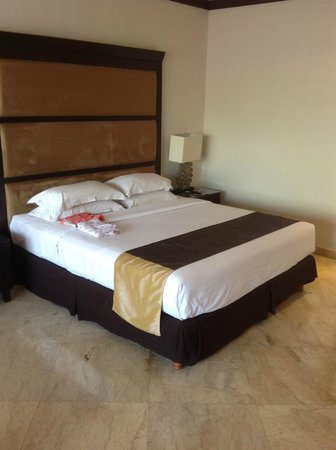 Sol Beach House Benoa Bali by Melia Hotels International: Huge Bed