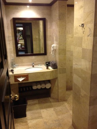 Sol Beach House Benoa Bali by Melia Hotels International: Bathroom