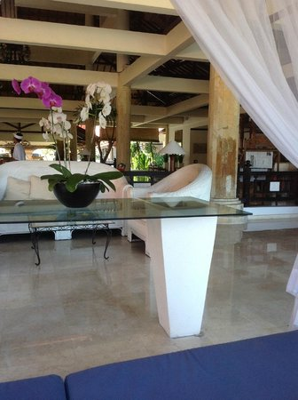 Sol Beach House Benoa Bali by Melia Hotels International: View from day bed in reception