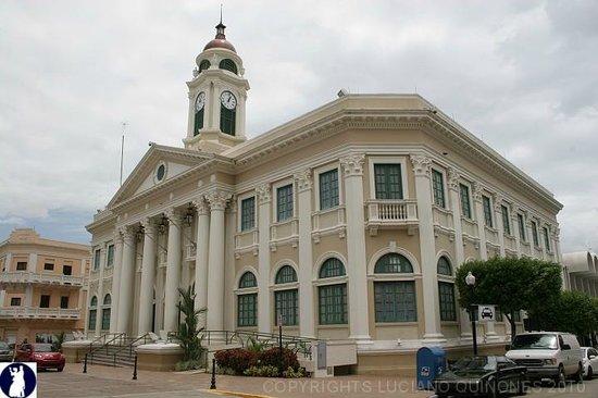 Plaza Colon: City Hall, just facing the city square