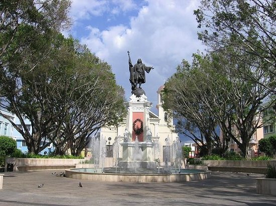 "Plaza Colon: Statue of Christopher Columbus. That's why the place is named ""Plaza Colón"""