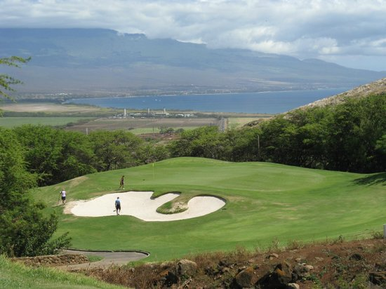 Kahili Golf Course: Par 3 overlooking Kihei and Haleakala