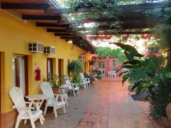 Hotel Puerto Canoas: corridoio esterno