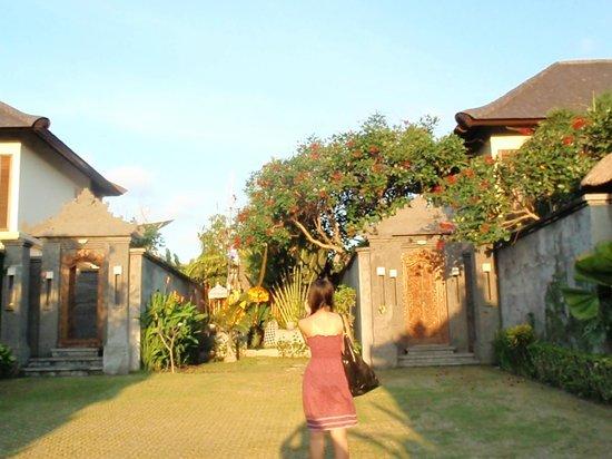 Bali Baik Villa & Residence: Outside the villa