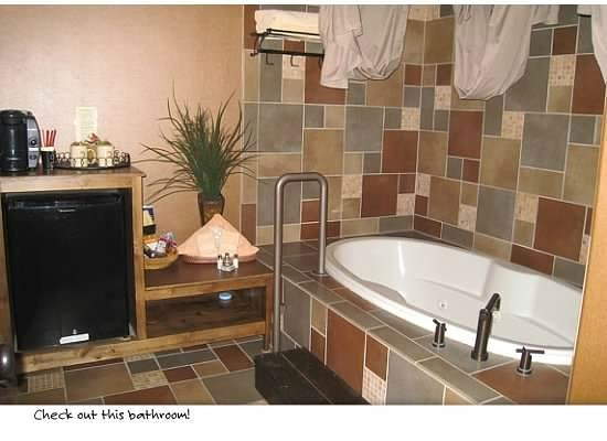 Inn at Desert Wind Winery : Our beautiful bathroom!