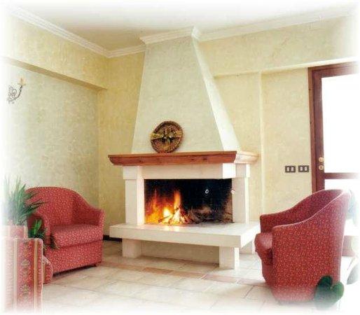 Il soggiorno - Picture of Hotel Due Monti, Ateleta - TripAdvisor