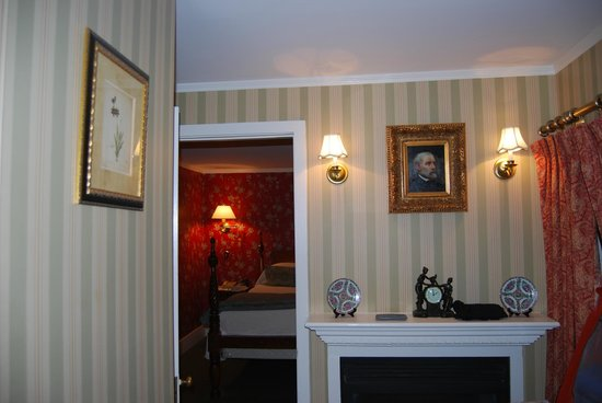 Captain's House Inn: salon de notre chambre